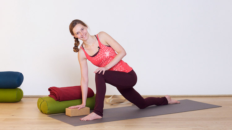 Suivre le cours de yoga en ligne Travailler le dos avec douceur et sécurité sur Casa Yoga Tv