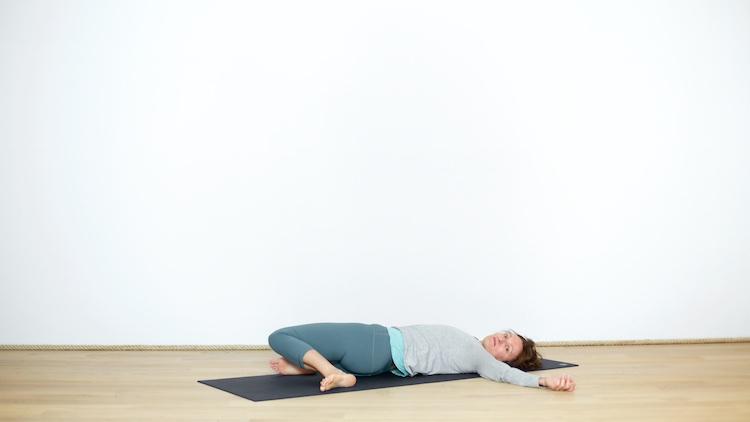 Séance courte du lundi soir | Cours de yoga en ligne avec Delphine Denis | Hatha yoga