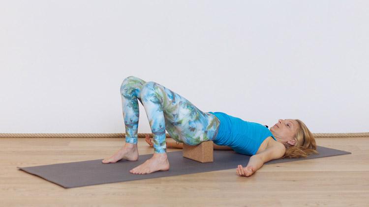 Toma la clase de yoga online Yin yoga: Después de sentarse durante mucho tiempo con Sandra Crosasso   Yin yoga