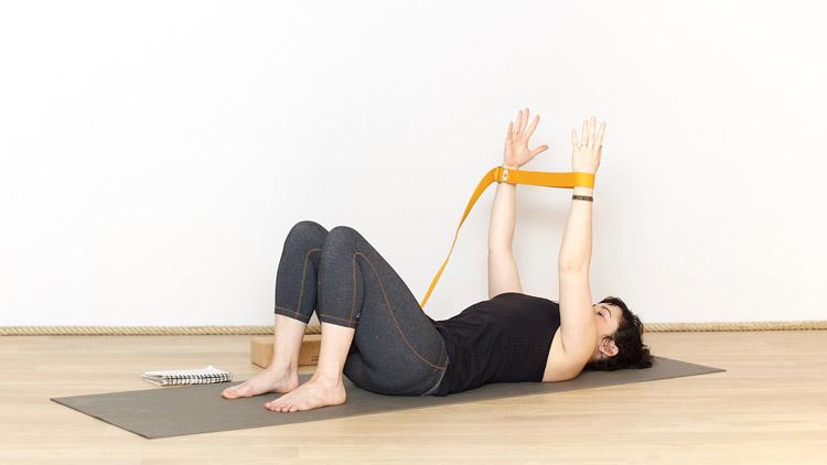 Suivre le cours de yoga en ligne Routine abdominale du matin avec Valentine Peltier   Hatha yoga